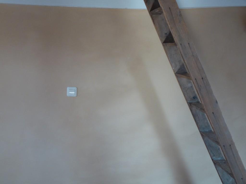 Lehmputzwand mit Leiter